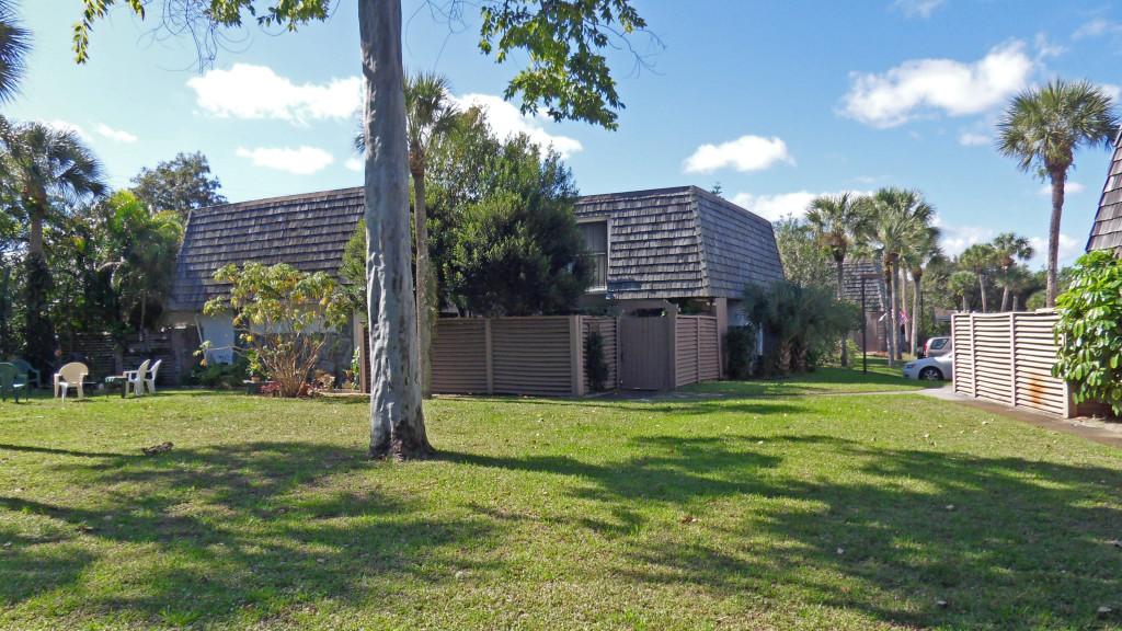 Garden Villas Townhouse Under Contract