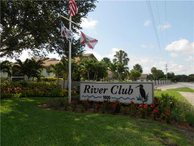 Entrance to the River Club