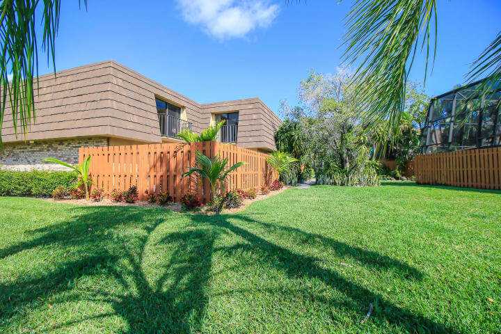 Lakeside Emerald Lakes Townhome in Stuart FL