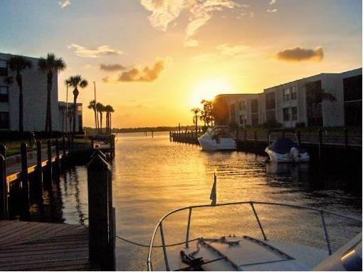 Circle bay Yacht Club Condos in Stuart FL